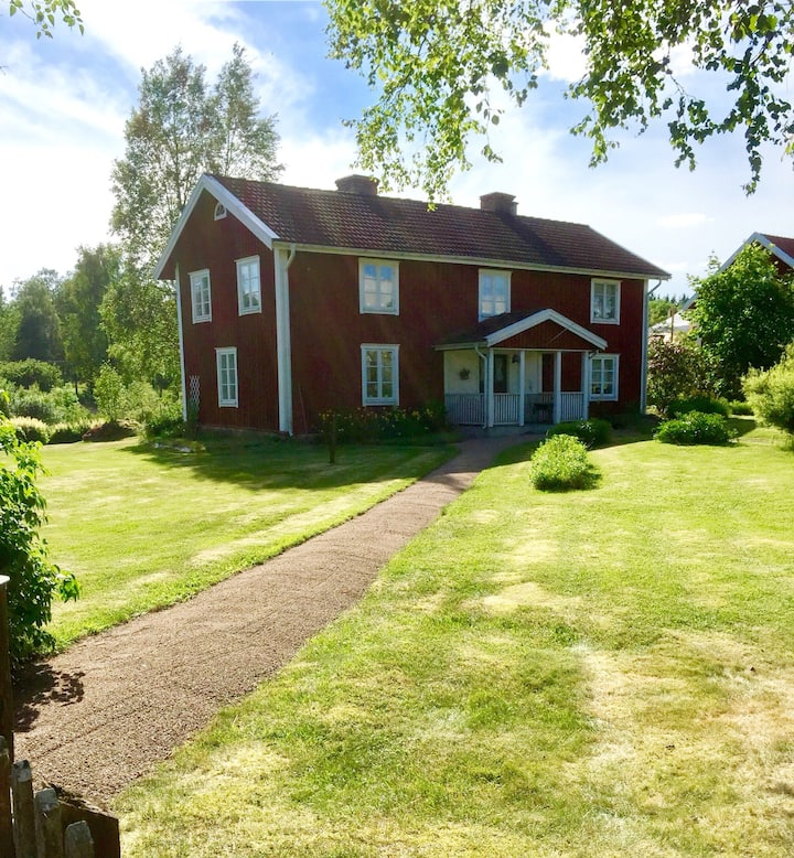 Bo på landet nära Astrid Lindgrens Värld