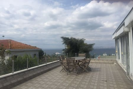 Flat in Buyukada with marvelous terrace & sea view - Adalar - Apartament