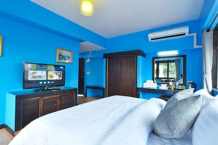Comfortable stay with blue o'cean room :')
