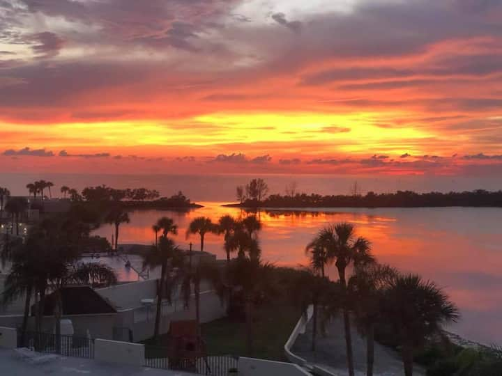 Gorgeous Condo - 2/2 with Gulf Views in Hudson, FL