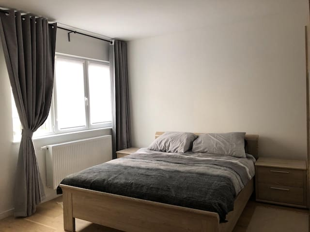 Private modern room/double-bed/Ghent city center