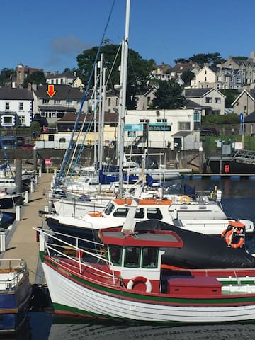 SEAFRONT Cottage in Ballycastle Marina: 5 Bayview - Ballycastle - Dom