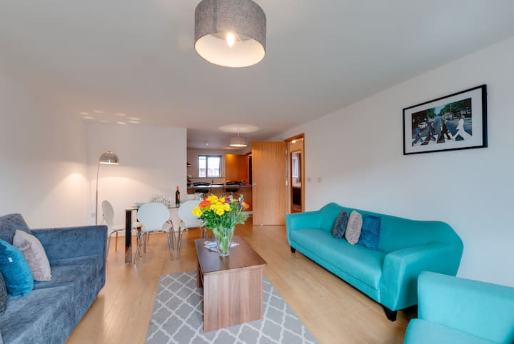 2 Bed Apartment Sleeps 4 in the heart of Liverpool