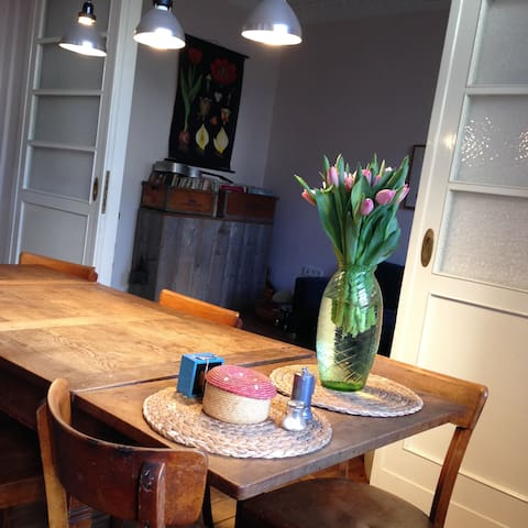 Beautiful old building apartment with own garden - Berlin - Apartment