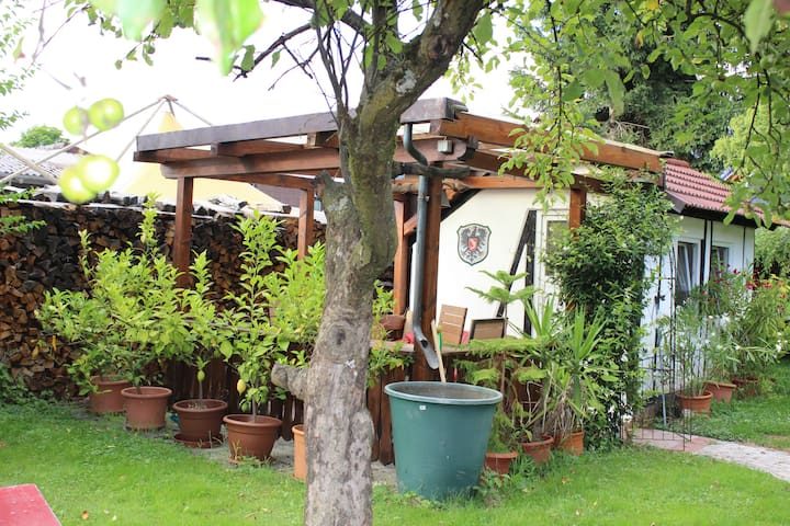Pitstop in the Romantic Tiny Garden House - Gengenbach - Choza