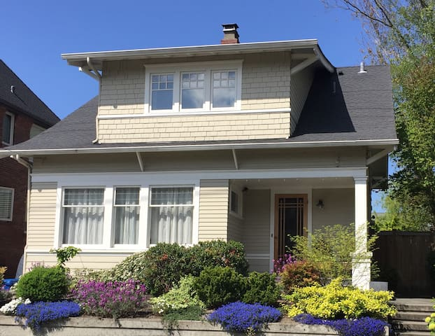 Hilltop House - 4 Bdrm Queen Anne Primo Location!