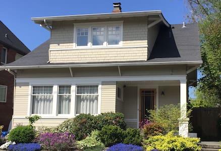 Hilltop House - 4 Bdrm Queen Anne Primo Location!