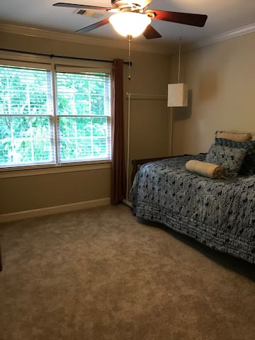Single Bedroom Perfect for Short or Long Stay