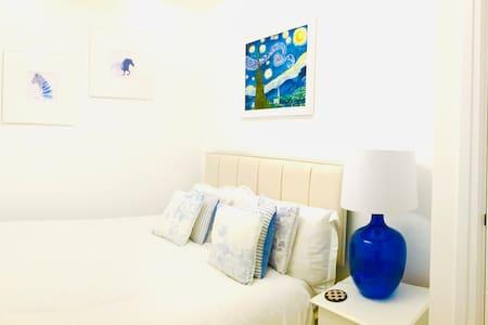 Cosy double bedroom in beautiful Bampton/Cotswolds
