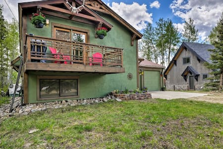 Rustic Home w/Yard, Deck, Fire Pit, by Golf Course