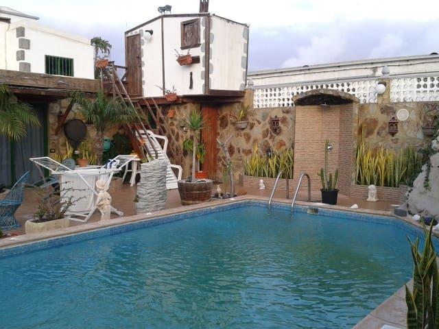 Tinajo, piscina compartida, Studio - Tinajo - Kabin