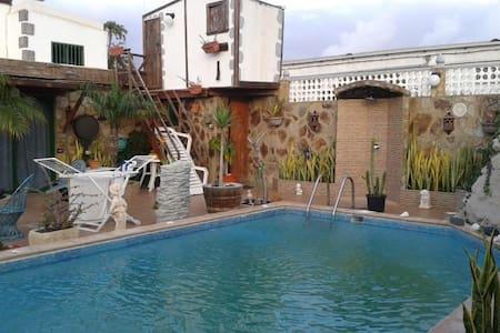 Tinajo, piscina compartida, Studio - Tinajo - Sommerhus/hytte