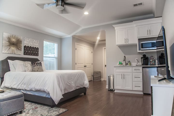 Updated Studio Apartment In The Heart Of Nashville