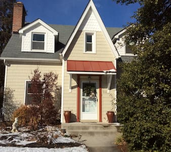 Quaint, spacious 3 BR private apt near downtown - Фредерик