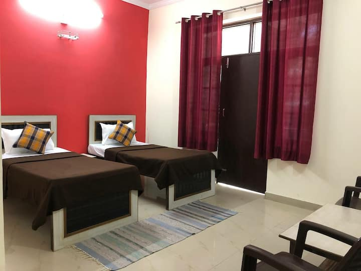 Smart Rooms: Comfortable Stay near Laxman Jhula
