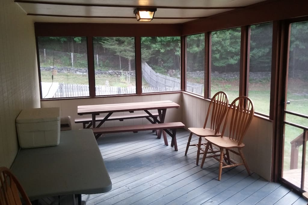 Rear screened in porch