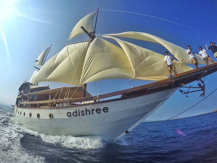 PRIVATE CHARTER LUXURY PHINISI 95 FEET