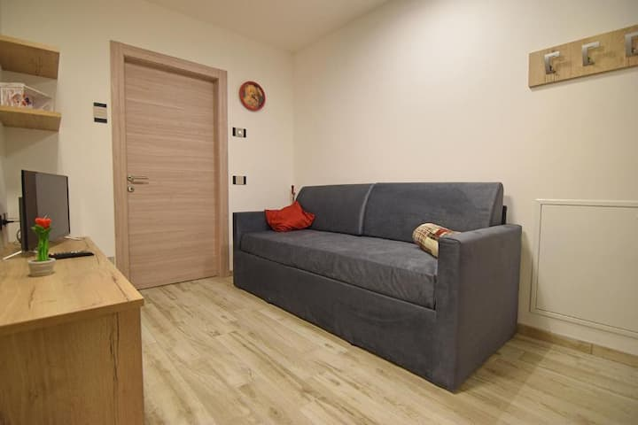 """Comfortable Apartment """"Vacanze Arcobaleno - Rosso"""" with Mountain View, Wi-Fi, Terrace, Sauna & Jacuzzi; Parking Available; Pets Allowed"""