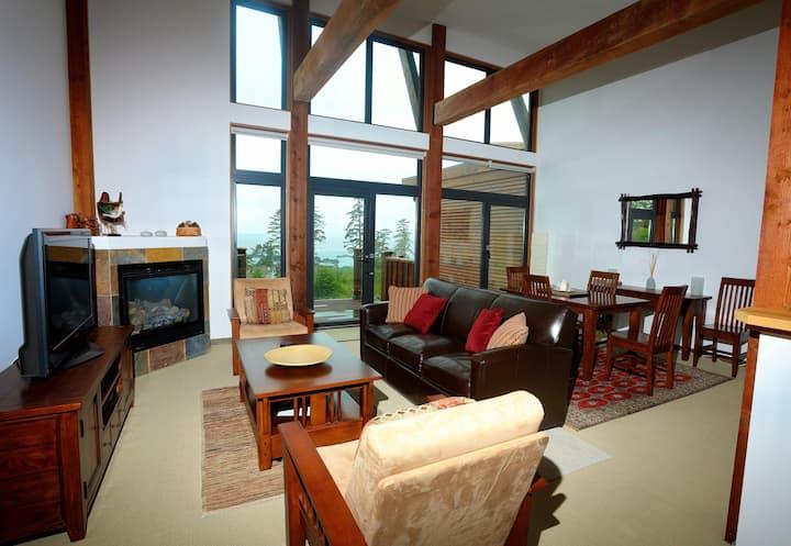 Large & Luxurious Oceanview Villa - Pacific Rim Retreat