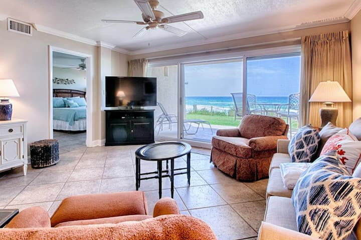 Ground floor oceanfront condo w/unbeatable beach & Gulf views, shared pool & gym