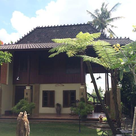 Joglo Kaliurang Lavia  Omah Diandra - Sleman - Villa