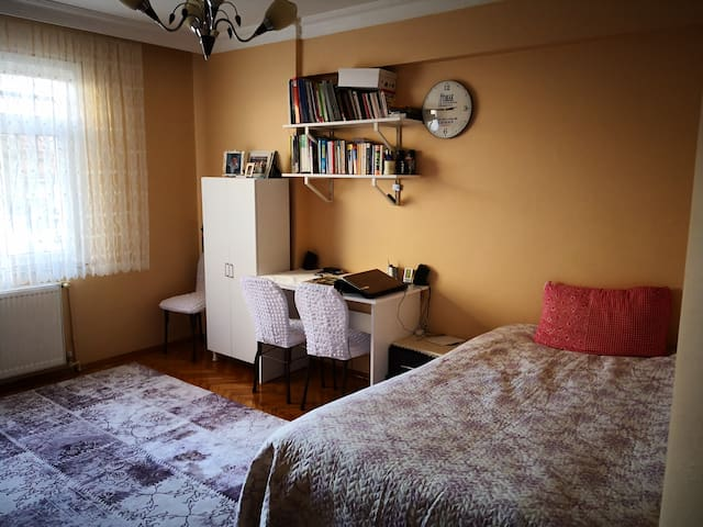 Cozy Room, Great People & Location~at Center
