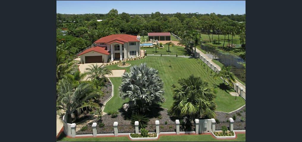 Luxury Villa & Pool in Dundowran Beach, Hervey Bay