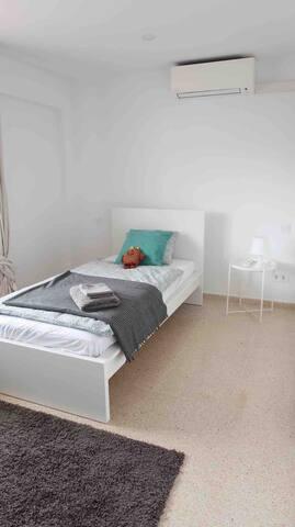 Schlafzimmer H1
