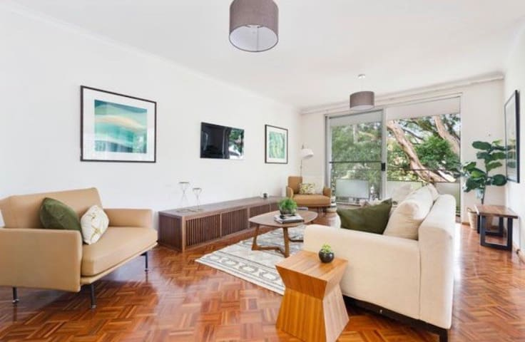 Leafy Oasis in Bellevue Hill - Room in Apartment