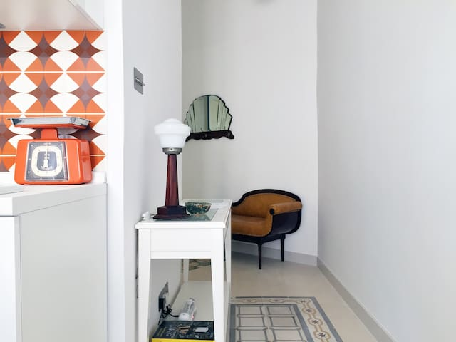 Modern studio full of vintage charm (AC, WiFi, TV) - Il-Gżira - Lakás