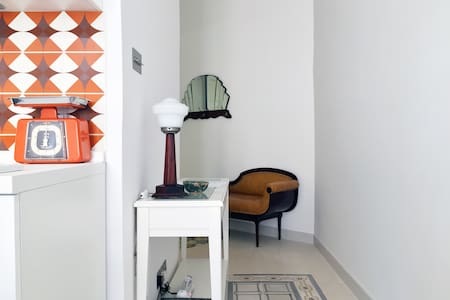 Modern studio full of vintage charm (AC, WiFi, TV) - Il-Gżira