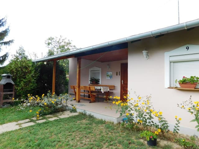 Holidayhouse -032- with Garden in Velence