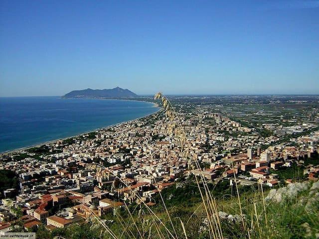 Casa con giardino a 3 Km dal mare - Borgo Hermada