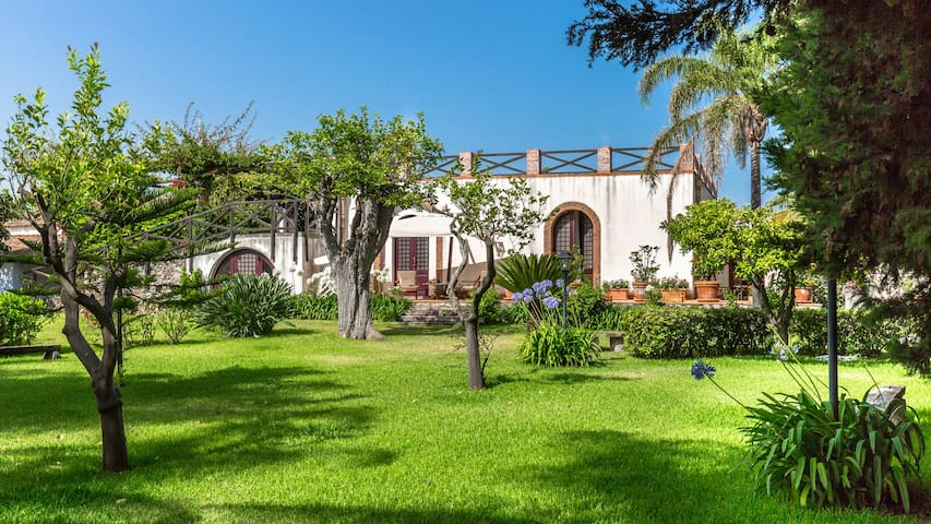 Archirafi Home, a garden few steps from the sea - Riposto - Dom