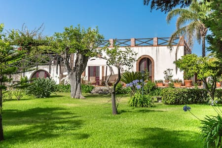 Archirafi Home, a garden few steps from the sea - Riposto