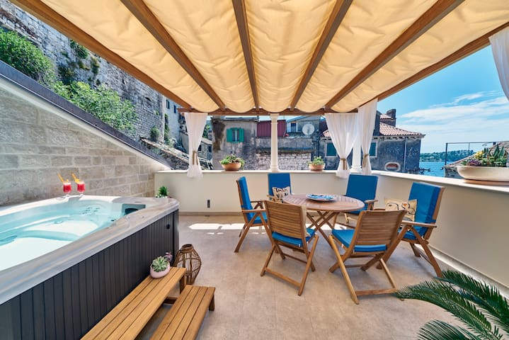 Deluxe Duplex Apartment with Terrace and Jacuzzi