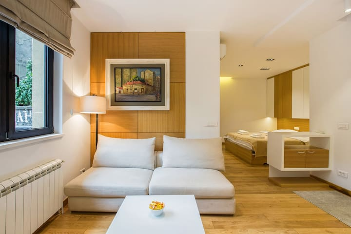 Modern High-Spec En-suite in Center