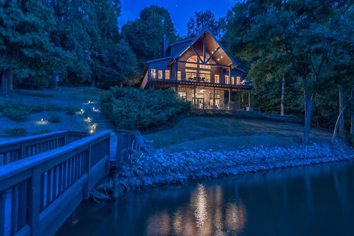 Your Lake Norman Cabin Lakefront Rental: Private Home   Lake Access   Sleeps 16