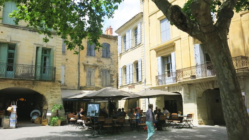Bright & charming, in the heart of Uzès - Uzès - Leilighet