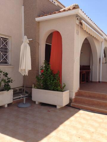 Бунгало недалеко от моря - Torrevieja - Cabaña