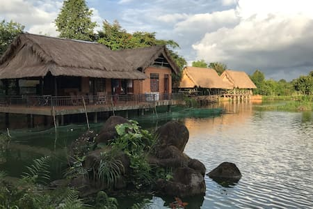 Nguyen Thanh's Orchid Pond Homestay - Dak Mil - Maison