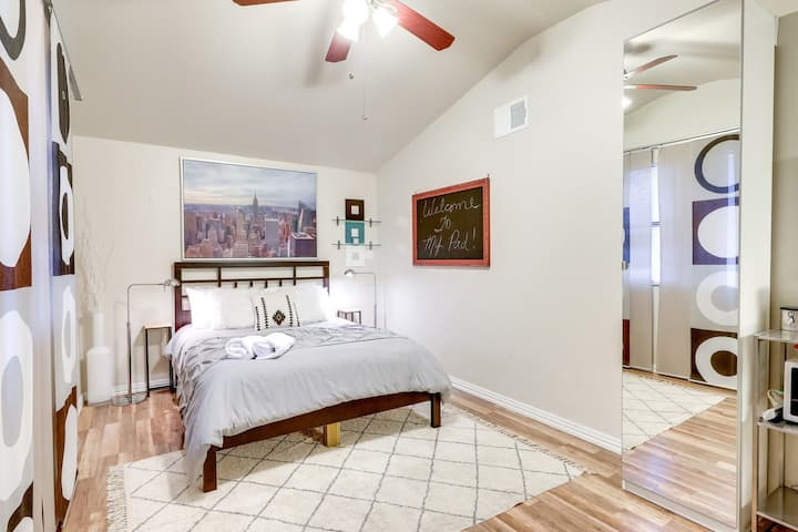 ★ Cute South Congress Studio! Private & comfy! ★5★