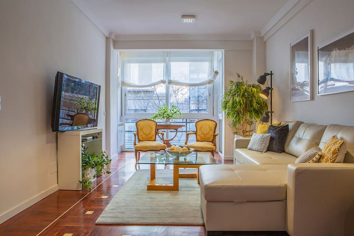 Gorgeous 4Bed 3Bath-2min to tube in Madrid Center