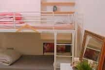 Simple & Cozy 5-bed MIXED DORMITORY in Victoria 1