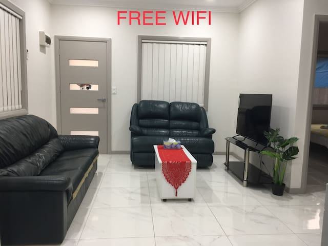 HOT LOCATION, FREE WIFI AND 5 PEOPLE STAY