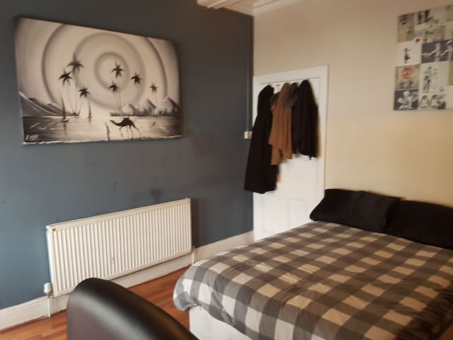Comfortable and Cozy Double Room in Friendly Flat