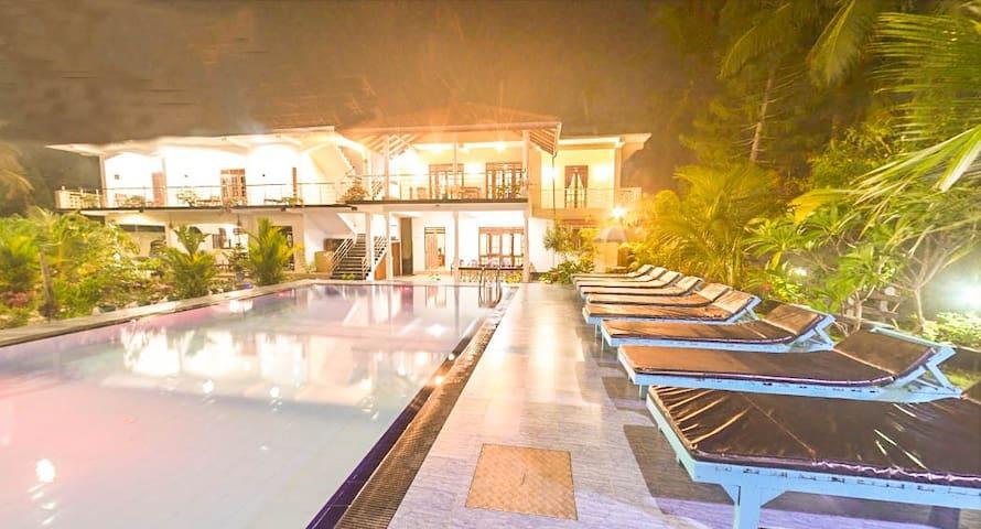 The Lodge (Luxury Room)