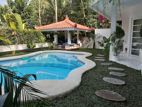 SUNKISS  VILLA by Yogya Tropicana Villa