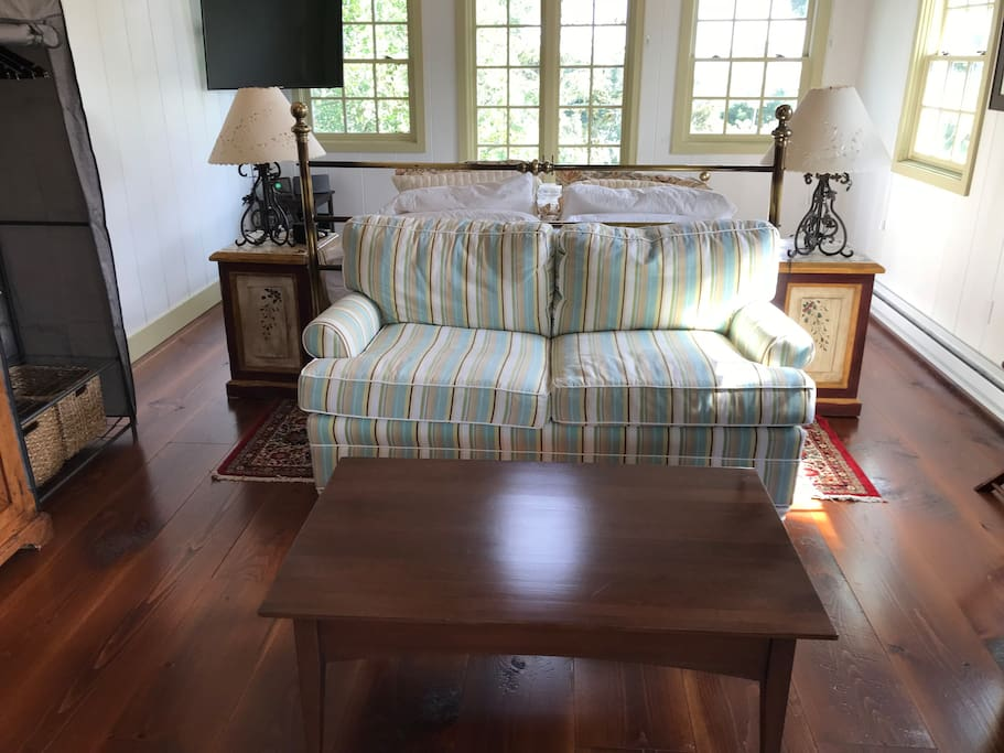Lounge with table