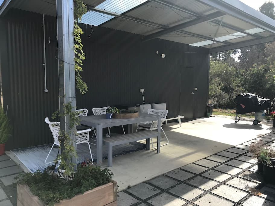 Outdoor patio area - table and chairs with outdoor lounge